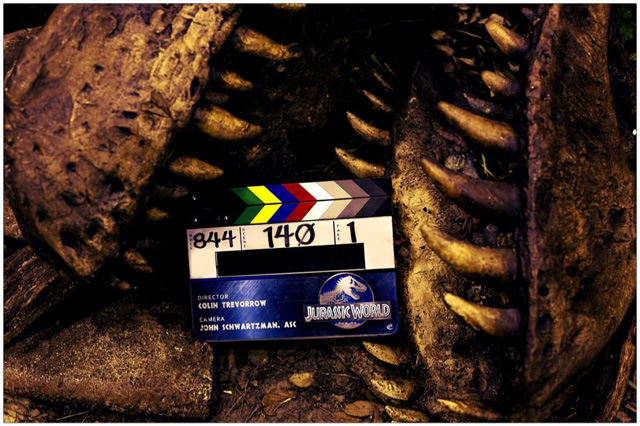 Jurassic World Wraps Production, Teases a T. Rex!